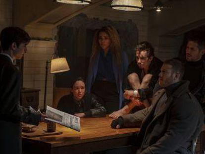 Roteirista de séries como 'Fargo', ele se comprometeu a adaptar 'The Umbrella Academy' para a plataforma digital