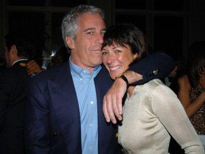 Jeffrey Epstein e Ghislaine Maxwell, em 2005.