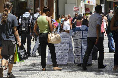 Vagas de emprego anunciadas no centro de São Paulo.