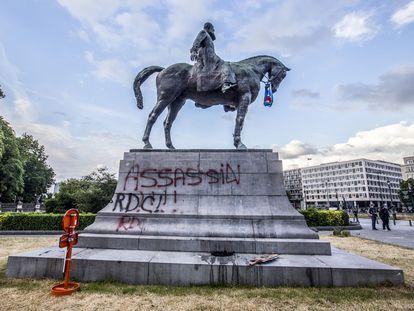 Estátua equestre do rei Leopoldo II, vandalizada em Bruxelas em junho de 2020.