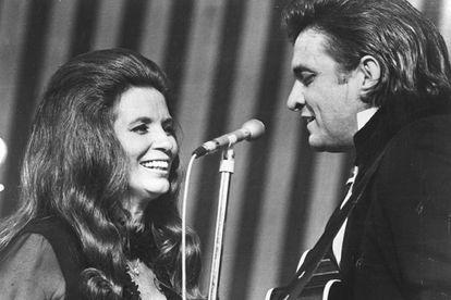 June Carter e Johnny Cash, casal no palco e fora deles, que morreram com apenas quatro meses de diferença.
