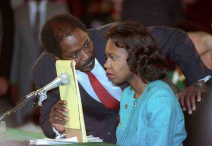 Anita Hill durante seu depoimento ao Comitê Judicial do Senado, em 11 de outubro de 1991.