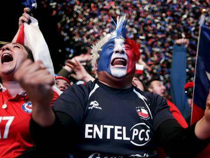 Aficionados chilenos celebram a obtenção da Copa na anterior edição do torneio.