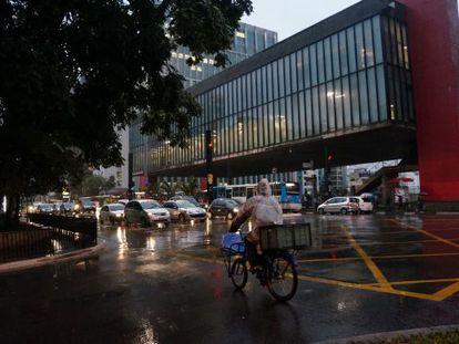 A Avenida Paulista, uma das vias que se paralisam quando chove em São Paulo.