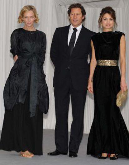 Uma Thurman e Arpad Busson ao lado da rainha Rania, da Jordânia.