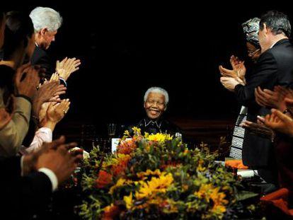 Imagem de Mandela em jantar em Londres pelos seus 90 anos, em 2008.
