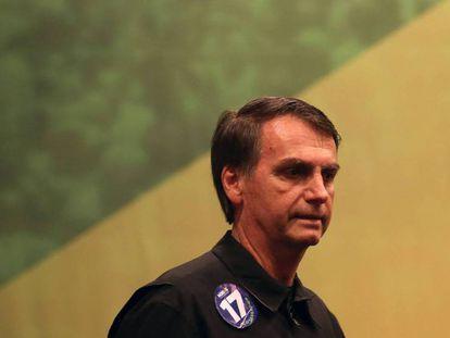 O candidato de extrema direita à Presidência, Jair Bolsonaro, no dia 11 de outubro. / As frases controversas de Bolsonaro.