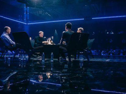 Especialistas em renda básica universal debatem em uma mesa redonda no Slush (evento tecnológico em Helsinque), em 1 de dezembro.