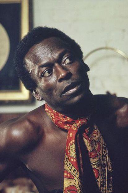 O músico Miles Davis em uma imagem promocional de 1970.