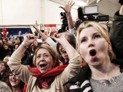 Simpatizantes do Syriza comemoram o resultado em Atenas.