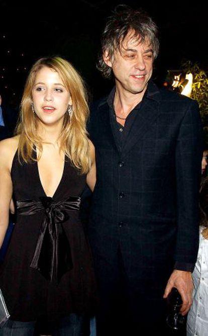 Peaches e seu pai Bob Geldof em uma imagem de dezembro de 2003.