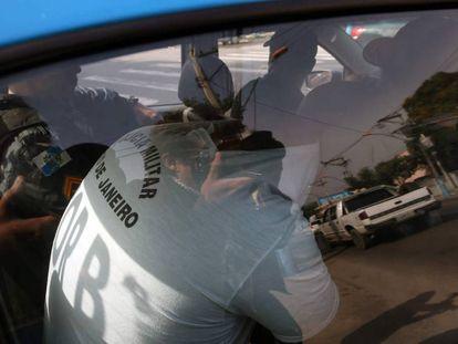 Um dos PMs presos na maior operação contra a corrupção policiail no Rio.