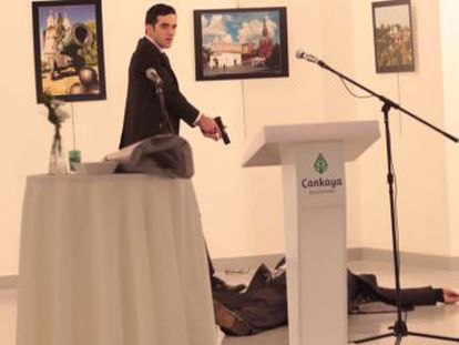 As câmeras captam o momento em que um homem atirou contra o diplomata, que morreu