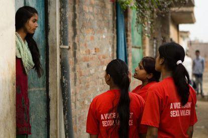 As adolescentes também organizam patrulhas pelo distrito periférico de Madiyav, no qual auxiliam outras mulheres em caso de necessidade.