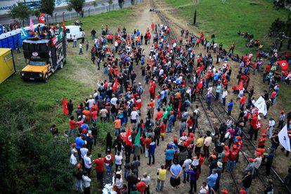 Partidários do ex-presidente Lula acampam em Curitiba.