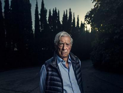 O escritor e Prêmio Nobel Mario Vargas Llosa, em sua casa em Madri, em 2019.