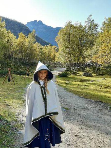 Tomine, em Svartisen Moose, a fazenda de sua família nas proximidades do glaciar homônimo na província norueguesa de Nordland.