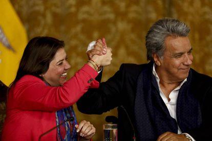 O presidente do Equador, Lenín Moreno, com sua vice, María Alejandra Vicuña, após o anúncio dos resultados da consulta.