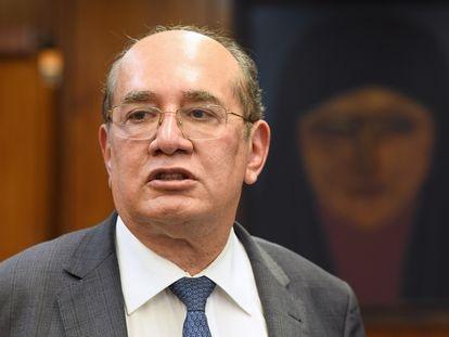 O ministro do STF, Gilmar Mendes, em seu gabinete em Brasília.