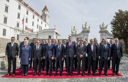 Os líderes europeus posam, na quinta-feira, durante a cúpula informal de Bratislava.