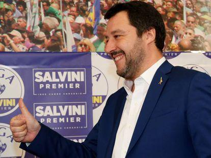 O líder da Liga, Matteo Salvini, antes da coletiva de imprensa nesta segunda-feira, 5 de março, em Milão