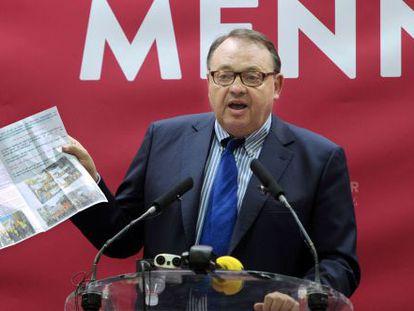 O socialista Patrick Mennuccien em uma coletiva de imprensa nesta terça-feira.