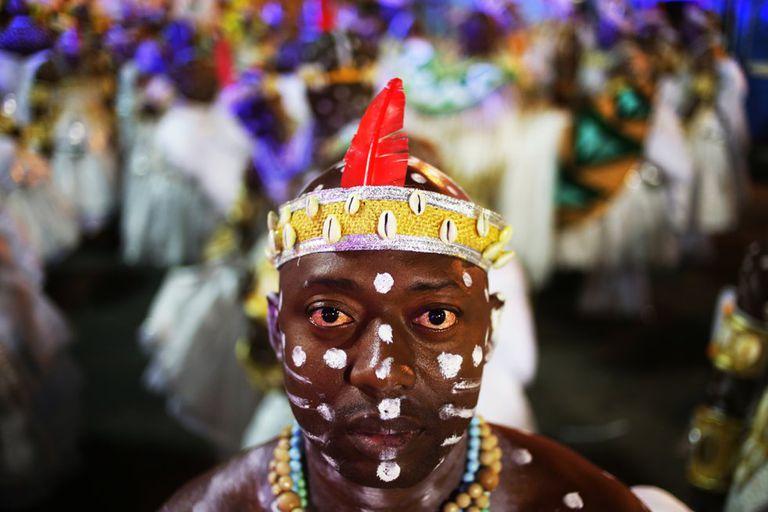 Ala representando Yaôs (iniciantes do Candomblé) na apresentação da Grande Rio na madrugada de segunda-feira.