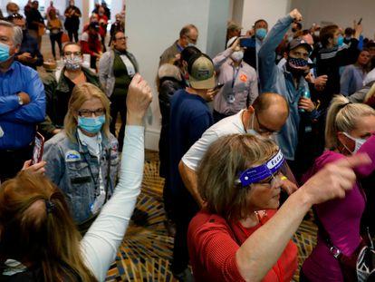 Na quarta-feira, um grupo de apoiadores de Trump invadiram um centro eleitoral em Detroit para exigir a suspensão da contagem dos votos.