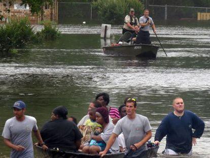Inundação em Pensacola, Flórida (EUA), no final do mês passado.