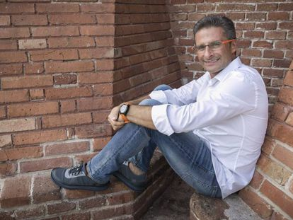 O teólogo Krzysztof Charamsa, expulso do Vaticano depois de declarar abertamente sua homossexualidade.