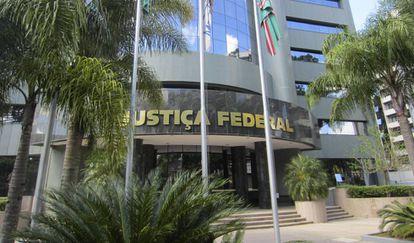 Prédio da Justiça Federal do Paraná.