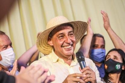 Sebastião Melo (MDB), eleito prefeito de Porto Alegre, faz discurso da vitória um hotel em frente à rodoviária da cidade.