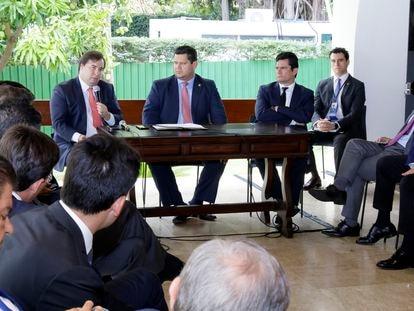 Rodrigo Maia, Davi Alcolumbre e Sergio Moro em encontro em Brasília.