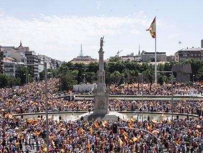 Manifestação na praça Colón, em Madri, contra os indultos aos presos separatistas catalães, neste domingo