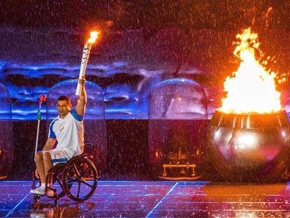 O nadador brasileiro paraolímpico Clodoaldo Silva participa da cerimônia de abertura dos Jogos Paralímpicos do Rio 2016, no Rio de Janeiro.