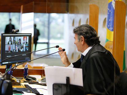 O presidente do STF, Luiz Fux, fala com os outros ministros da Corte durante a sessão desta quarta-feira, 14 de abril.