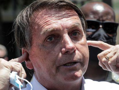 O presidente Jair Bolsonaro, ao votar no Rio no segundo turno das eleições municipais, neste domingo.