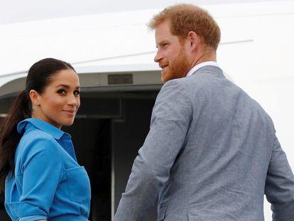 O príncipe Harry da Inglaterra e sua mulher, Meghan Markle, em Tonga, em outubro de 2018.
