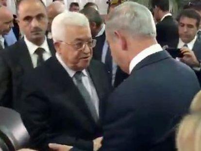 Cerimônia em Jerusalém marca o primeiro cumprimento entre Netanyahu e o palestino Abbas em seis anos