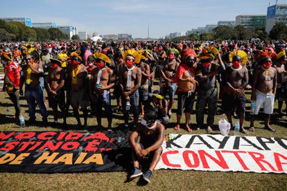 Indígenas durante protesto contra Bolsonaro, em Brasília.