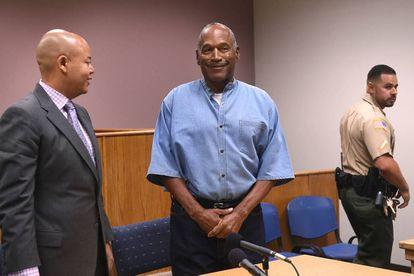 O. J. Simpson e seu advogado, nesta quinta-feira.