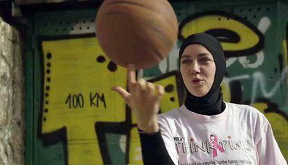 Imagem da campanha de Indira Kaljo no site change.org para a retirada do veto ao véu na FIBA.
