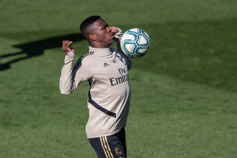 Vinicius Junior treina no Real Madrid.