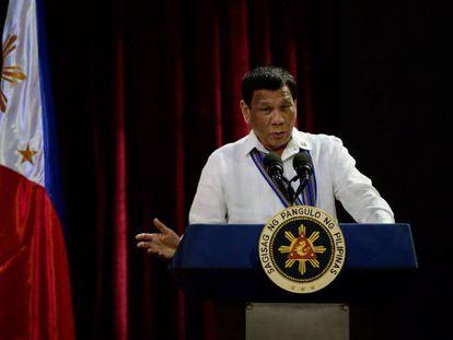 Duterte alardeia que tentou estuprar uma criada quando adolescente