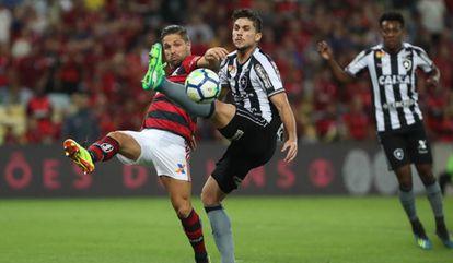 Botafogo é o clube mais endividado do Brasil, enquanto o Flamengo é quem mais diminuiu o déficit no último ano.