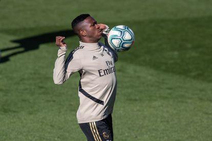 Vinicius Junior treina no Real Madrid.