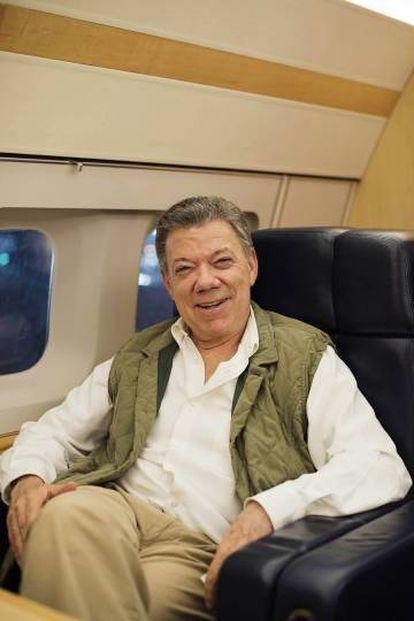 Juan Manuel Santos, no avião presidencial, depois da entrevista.