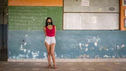Stephany Rejani, 20 anos, moradora da periferia de São Paulo, conciliava estudos com o trabalho, mas deixou de ir à escola por causa da pandemia de covid-19