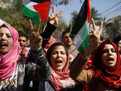 Mulheres palestinas durante a manifestação do Dia da Mulher em 7 de março de 2018.