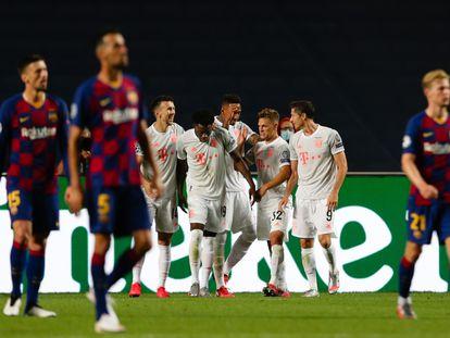 Os jogadores do Bayern celebram a goleada.